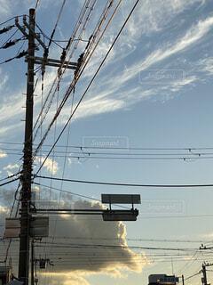 電線と空の写真・画像素材[4881807]