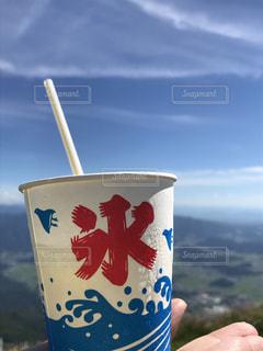 氷も汗ばむ空の青の写真・画像素材[1321382]