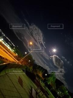 空,夜,夜景,屋外,雲,月,満月,明るい