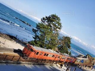 風景,海,空,屋外,電車,海岸,山,樹木,鉄道,車両