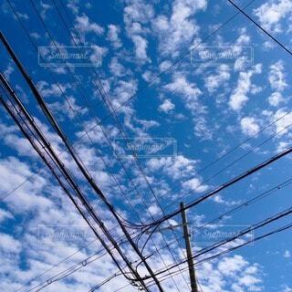 空,屋外,雲,青,電線,景観,日中,ライン,電線路