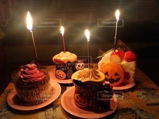 食べ物,ケーキ,屋内,かわいい,ランタン,明るい,パーティー,モンブラン,ハロウィーン,カボチャ,ロウソク,いちごショート