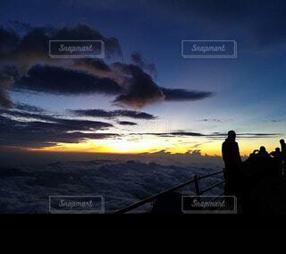 自然,空,富士山,絶景,屋外,太陽,朝日,雲,夕暮れ,山,登山,雲海,日の出,ご来光,御来光,山登り,映え,富士山頂,日の出前,インスタ映え