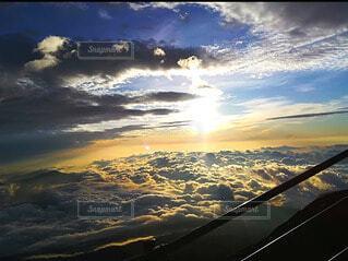 自然,空,富士山,絶景,屋外,太陽,朝日,雲,登山,雲海,日の出,ご来光,御来光,山登り,テキスト,映え,富士山頂付近
