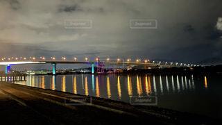 ライトアップされた橋の写真・画像素材[4932612]