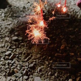 夏の夜、大切な人との花火。の写真・画像素材[4887473]