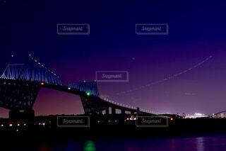 海,空,建物,夜,橋,夜景,屋外,水面,月,ライトアップ,東京湾,サンセット,グラデーション