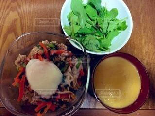 食べ物,テーブル,果物,野菜,皿,ファストフード,ボウル