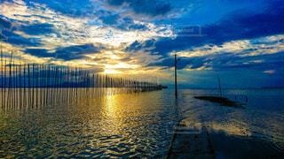 夕方の海の写真・画像素材[4910603]