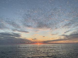海,空,屋外,湖,太陽,ビーチ,雲,水面,日の出