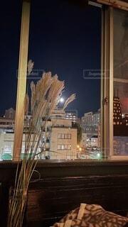 自然,風景,空,建物,夜,屋内,雪,窓,樹木,都会,月,テキスト