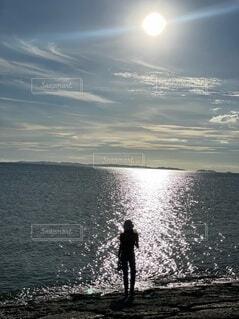 海,空,屋外,ビーチ,雲,水面,シルエット,人物,人,立つ