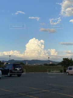 空,屋外,雲,車,道路,タイヤ,車両,ホイール,陸上車両