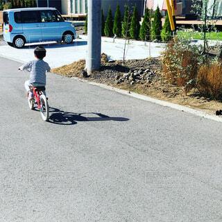 自転車,屋外,車,道路,通り,車両,ホイール,陸上車両,自転車のホイール,補助輪を初めて外した日,補助輪無しで初めて乗れた日