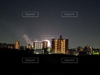 空,建物,夜,屋外,雲,都市,タワー,都会,高層ビル,明るい,ダウンタウン