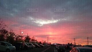 真っ赤な夕日の写真・画像素材[4922172]