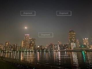 自然,風景,空,建物,夜,屋外,東京,湖,川,水面,都市,タワー,都会,月,高層ビル