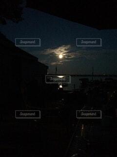 自然,風景,空,夜,屋外,湖,花火,暗い,水面,アメリカ,反射,月,明るい,月夜,街路灯
