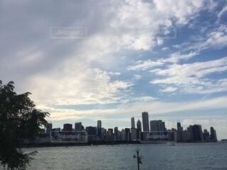 空,建物,屋外,湖,雲,川,水面,高層ビル,スカイライン