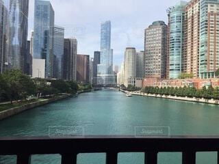 空,建物,屋外,湖,雲,川,水面,都会,高層ビル,ダウンタウン