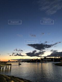 空,屋外,ビーチ,雲,ボート,夕焼け,夕暮れ,船,川,水面,日暮れ,フォトジェニック