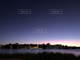 自然,風景,空,夜,屋外,湖,雲,ボート,夕暮れ,川,水面,景色,フォトジェニック,ブルーアワー,変わりゆく空