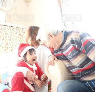 風景,屋内,スマイル,人物,人,笑顔,可愛い,幼児,少年,大好き,サンタさん,愛情,僕,曾孫,見て見て,ひいおじちゃん,会いに来て,愛溢れる