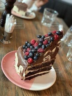 食べ物,カフェ,ケーキ,コーヒー,クリーム,デザート,テーブル,ブルーベリー,甘い,甘味,おいしい,休日,誕生日ケーキ,菓子,ロシア,モスクワ,チョコケーキ,しあわせ,アイシング,イチゴ,デコレーションケーキ,ウエディングケーキ,トルテ