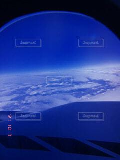 雪に覆われた山の眺めの写真・画像素材[4921822]