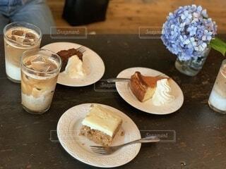 食べ物,スイーツ,カフェ,ケーキ,コーヒー,朝食,かわいい,フード,クリーム,デザート,テーブル,皿,食器,アイスクリーム,甘い,料理,おいしい,ガトーショコラ,女子会,ラテ,キャロットケーキ,チーズケーキ,菓子,カフェイン,しあわせ,おしゃれ,コーヒー カップ