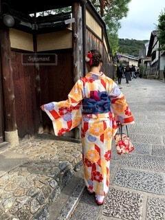 女性,風景,秋,屋外,京都,赤,散歩,観光,人物,着物,人,衣装,地面,カラー,観光名所,日本文化,二年坂