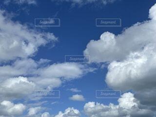 清々しい綺麗な空の写真・画像素材[4936677]