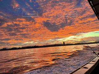 風景,海,空,屋外,太陽,雲,水面,朝焼け,地面,日の出
