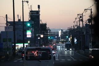 空,屋外,車,都会,明るい,通り,交通,車両,トラフィック ライト,陸上車両