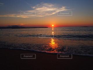 大きくて美しい夕日の写真・画像素材[4917014]