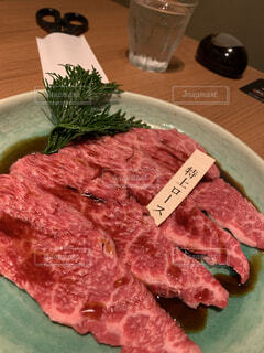 食べ物,屋内,テーブル,皿,肉,焼肉,神楽坂,牛肉,ロース,赤身肉,極上