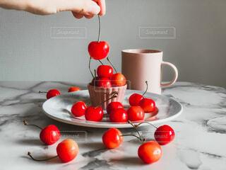 屋内,赤,ライト,さくらんぼ,マグカップ,チェリー,cherry,大理石,お家時間,大理石テーブル