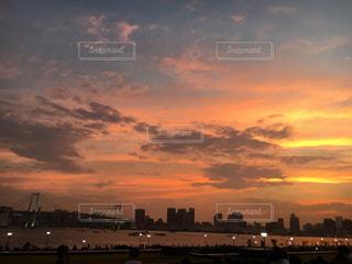 夕暮れ時の都市の景色の写真・画像素材[1426947]