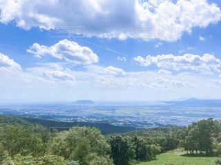 山の上から海を見るの写真・画像素材[4925576]