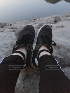 靴,屋外,湖,サンダル,水面,人物,人,立つ,スニーカー,靴下,足首,ブート