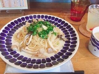 食べ物,カフェ,テーブル,皿,パスタ,料理,麺,スパゲッティ,きのこ,乾麺,ピチ