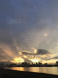風景,空,屋外,太陽,雲,夕暮れ,水面,高層ビル