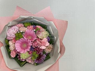 花,ピンク,花束,花瓶,バラ,薔薇,テーブル,皿,記念日,花柄,草木,切り花