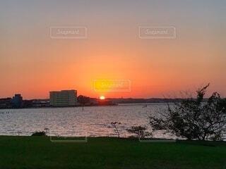 空,湖,太陽,夕暮れ,水面,キャンプ,ギリギリセーフ,渚園