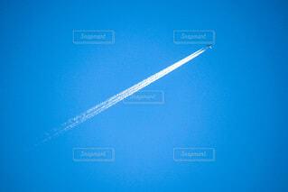 空,屋外,青,飛行機,青い空,飛ぶ,煙,飛行機雲,航空機,空気,フライト,高い,日中