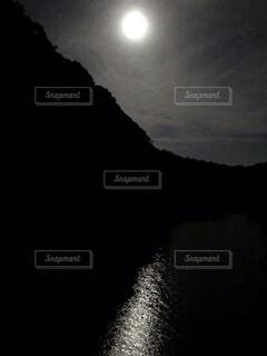 自然,風景,空,夜空,水面,月,満月,水墨画っぽい