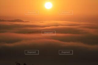 日の出と雲海の写真・画像素材[4927918]