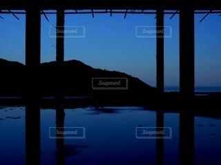 海,空,建物,冬,青,夜明け,シルエット,旅行,神秘的,日本,水溜り,徳島県,軒下,フォトジェニック,水面鏡,インスタ映え
