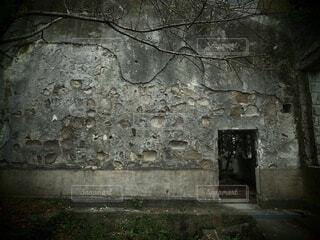 建物,屋外,暗い,古い,日本,コンクリート,廃墟,石,灰色,ホラー,アート写真,フォトジェニック