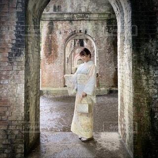 女性,風景,建物,屋外,レンガ,人物,着物,人,アーチ,石,水路閣,古風,訪問着